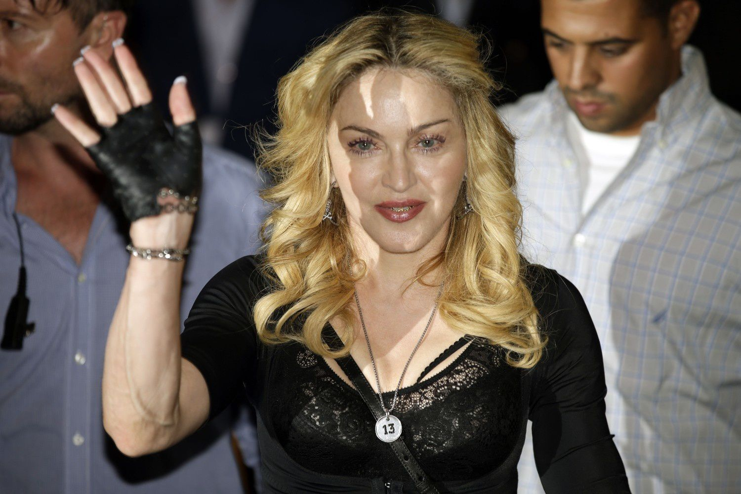 http://a395.idata.over-blog.com/5/47/08/55/2013-dossier-4/20130822-pictures-madonna-hard-candy-fitness-center-rome-12.jpg