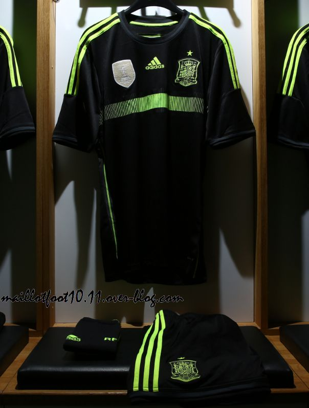 http://a395.idata.over-blog.com/604x798/3/88/03/34/maillot-coupe-du-monde-2014/espagne-maillot-away-coupe-monde-2014.jpeg
